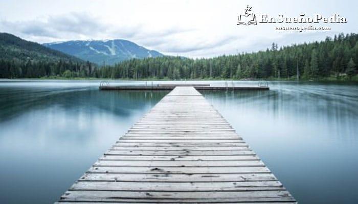 significado-sonar-con-lago